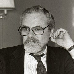 famous quotes, rare quotes and sayings  of Alan J. Pakula