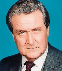 famous quotes, rare quotes and sayings  of Patrick Macnee