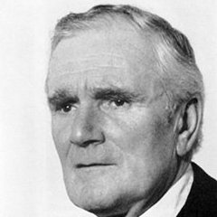 famous quotes, rare quotes and sayings  of Desmond Llewelyn