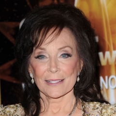 famous quotes, rare quotes and sayings  of Loretta Lynn