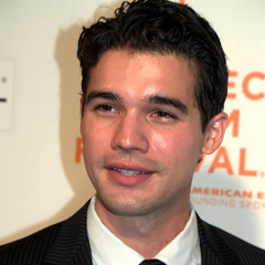 famous quotes, rare quotes and sayings  of Steven Strait