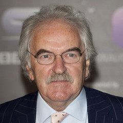 famous quotes, rare quotes and sayings  of Des Lynam